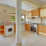 Villa-Algarve-ALS4602-Küche-mit-Zugang-zur-Terrasse