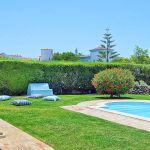 Villa-Algarve-ALS4602-Poolbereich-mit-Sonnenliegen