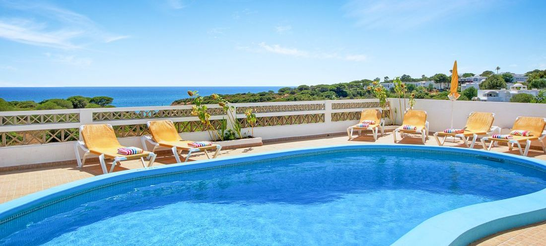 Villa-Algarve-ALS4603-mit-Sonnenliege