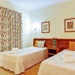 Villa-Algarve-ALS4608-Schlafzimmer-mit-2-Betten