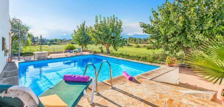 Mallorca Nordküste – Ferienhaus Alcudia 4386 mit privatem Pool für 7 Personen. Strand = 2 km. An- und Abreisetag Samstag – Nebensaison flexibel auf Anfrage.