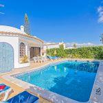 Villa-Algarve-ALS3008-Sonnenliegen-am-Pool