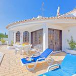 Villa-Algarve-ALS3008-Terrasse-mit-Liegen