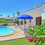 Ferienhaus-Algarve-ALS3017-Garten-mit-Pool