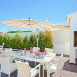 Ferienhaus-Algarve-ALS3018-Gartenmöbel-am-Grill
