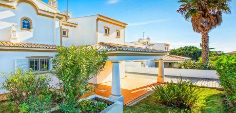 Ferienhaus Algarve Sao Rafael 4611 mit privatem Pool für 8 Personen in Strandnähe (ca. 400 m). Wechseltag Samstag, Nebensaison flexibel auf Anfrage – Mindestmietzeit 1 Woche.