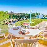 Ferienhaus-Algarve-ALS4611-Esstisch-auf-der-Terrasse