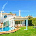 Ferienhaus-Algarve-ALS4611-Garten-mit-Swimming-Pool