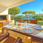 Ferienhaus-Algarve-ALS4614-überdachte-Terrasse-am-Grill