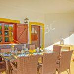 Ferienhaus-Algarve-ALS4614-Esstisch-auf-der-Terrasse
