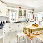 Villa-Algarve-ALS4613-Küche-mit-Tisch