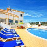 Villa-Algarve-ALS4613-Sonnenliegen-am-Pool