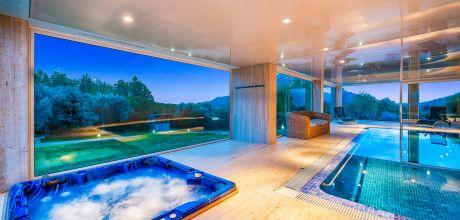 Mallorca Nordküste – Villa Alcudia 7000 mit grossem Pool, beheizbarem Innenpool & Whirlpool, Fitnessraum und Sauna für 14 Personen. Wechseltag Samstag.