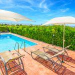 Ferienhaus-Zypern-ZYS3733-Gartenmöbel-am-Pool