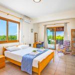 Ferienhaus-Zypern-ZYS3733-Schlafraum-mit-Doppelbett