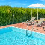 Ferienhaus-Zypern-ZYS3733-Sonnenliegen-am-Pool