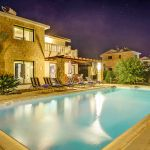 Ferienhaus-Zypern-ZYS3734-mit-Abendbeleuchtung
