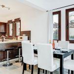 Ferienhaus-Zypern-ZYS3734-offene-Küche-mit-Esstisch