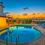 Ferienhaus-Zypern-ZYS3735-Pool-am-Abend