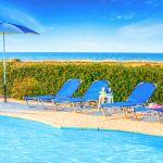 Ferienhaus-Zypern-ZYS3735-Sonnenliegen-am-Pool