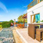 Ferienhaus-Zypern-ZYS3735-Terrasse-mit-Esstisch