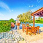 Ferienhaus-Zypern-ZYS3735-Terrasse-mit-Gartenmöbel