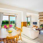 Ferienhaus-Zypern-ZYS3735-Wohnbereich-mit-Esstisch