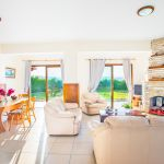 Ferienhaus-Zypern-ZYS3735-Wohnzimmer-mit-Essecke