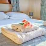 Ferienhaus-Zypern-ZYS3735-bezogene-Betten-und-Handtücher