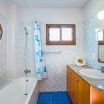 Ferienhaus-Zypern-ZYS3737-Badezimmer-mit-Wanne