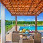 Ferienhaus-Zypern-ZYS3737-Gartenmöbel-auf-der-Terrasse