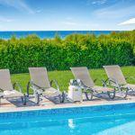 Ferienhaus-Zypern-ZYS3737-Sonnenliegen-am-Pool