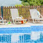 Ferienhaus-Zypern-ZYS4741-Sonnenliegen-am-Pool