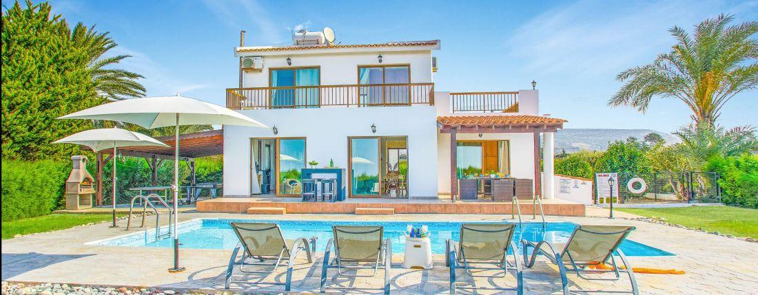 Ferienhaus-Zypern-mit-Swimmingpool-ZYS3737