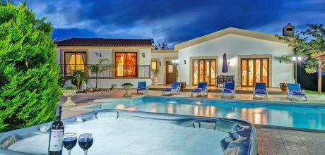 Villa Zypern Latchi 3731 mit Pool, separatem Whirlpool und Sanau für 6 Personen. Strand 1 km. Wechseltag Mittwoch, Nebensaison flexibel auf Anfrage – Mindestmietzeit 1 Woche.