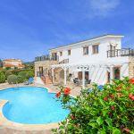 Ferienhaus-Zypern-ZYS3730-Hibiskus-im-Garten