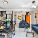 Ferienhaus-Zypern-ZYS3738-Esstisch-und-Couchgarnitur