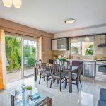 Ferienhaus-Zypern-ZYS3738-Küche-mit-Esstisch