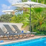 Ferienhaus-Zypern-ZYS3738-Sonnenliegen-am-Pool