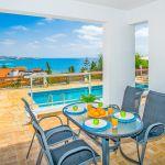 Villa-Zypern-ZYS3739-überdachte-Terrasse-mit-Esstisch