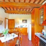 Ferienhaus Toskana TOH401 Esstisch in der Küche (2)