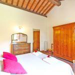 Ferienhaus Toskana TOH401 Schlafzimmer mit Kleiderschrank