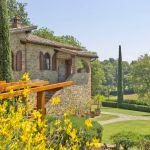 Ferienhaus Toskana TOH630 Garten mit Zypressen