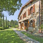 Ferienhaus Toskana TOH630 Rasenfläche am Haus