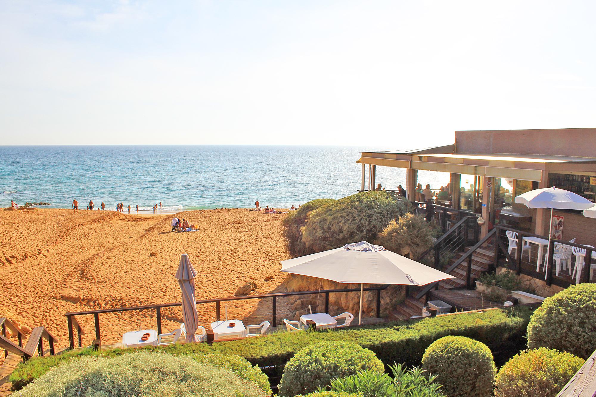 Praia da Coelha - Strand von Coelha Restaurant