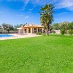 Ferienhaus-Mallorca-MA3612-Garten-mit-Rasenfläche