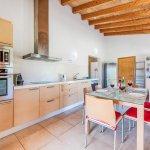Ferienhaus-Mallorca-MA3612-Küche-mit-Esstisch