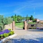 Ferienhaus Toskana TOH17001 Einfahrt zum Anwesen