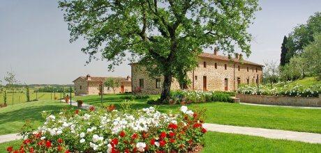 Ferienhaus Toskana für 33 Personen Civitella 17001 mit Pool, Tennisplatz und Putting Green. An- und Abreise flexibel – Mindestmietzeit Nebensaison 3 Tag /  Hauptsaison 7 Tage.