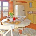 Ferienhaus Toskana TOH17001 Küche mit Tisch